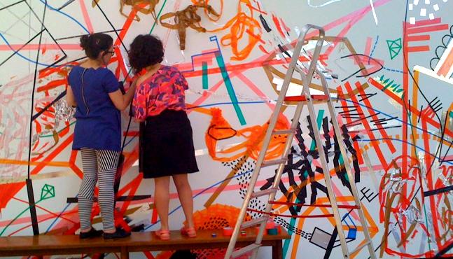 Mural Sesc São Carlos... Madalena Elek y Bel Falheiros dando los últimos retoques